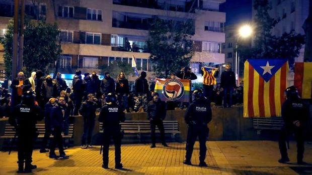 Unas 400 personas boicotearon ayer un acto de Vox en Barcelona