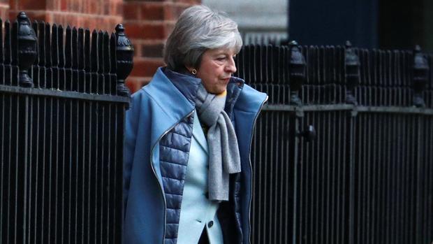 La primera ministra Theresa May, saliendo de su domicilio en Downing Street, en Londres