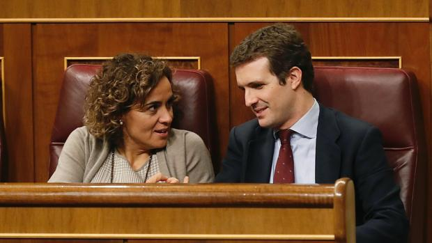 La portavoz del PP en el Congreso, Dolors Montserrat, y el presidente del partido, Pablo Casado