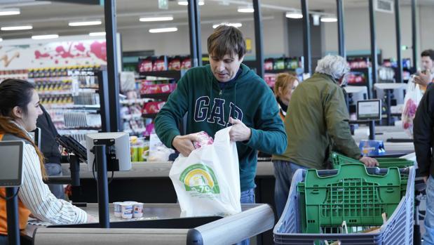Bolsa elaborada en un 50 - 70 por ciento de plástico reciclado de Mercadona