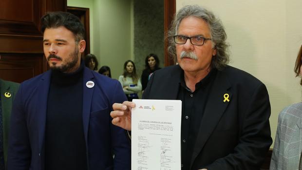 Los portavoces en el Congreso de ERC Joan Tardà y Gabriel Rufián registran la enmienda a la totalidad a los Presupuestos