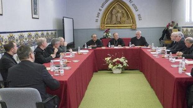 Los obispos catalanes, durante la reunión celebrada en Tiana (Barcelona)