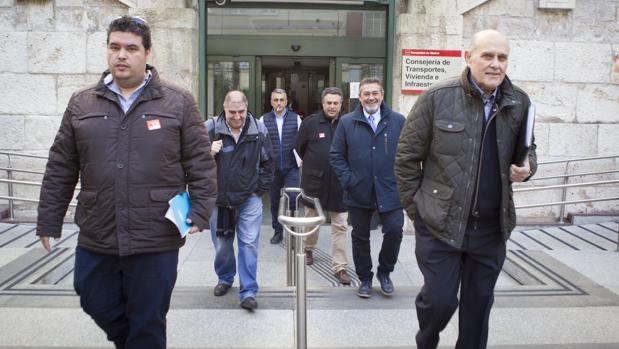 Los taxistas abandonan la Consejería de Transporte tras su breve intervencíon en el Comité Regional