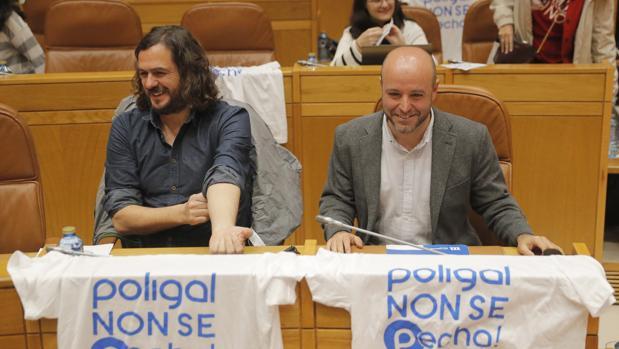 Antón Sánchez y Luís Villares en el Parlamento gallego