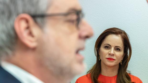 Silvia Clemente escuha al secretario general de Ciudadanos, José Manuel Villegas, en una imagen de archivo