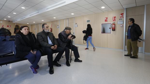 Usuarios en la sala de espera de un centro de salud