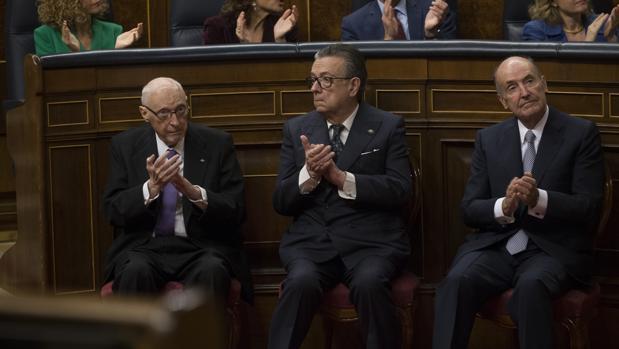 El fallecido Pérez-Llorca, Herrero de Miñón y Roca, en el cuarenta aniversario de la Constitución