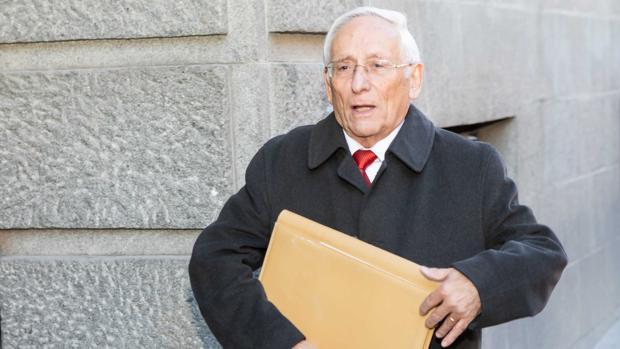 Atilano Soto llega a la segunda jornada de declaraciones en el juicio de las prejubilaciones de Caja Segovia, en una imagen de archivo