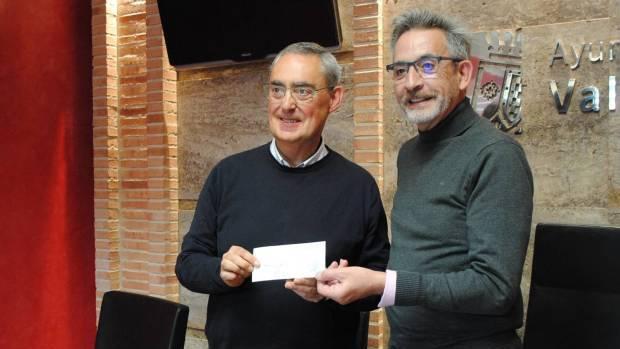 Antonio Ruiz, presidente de la Hermandad, con el alcalde, Jesús Martín