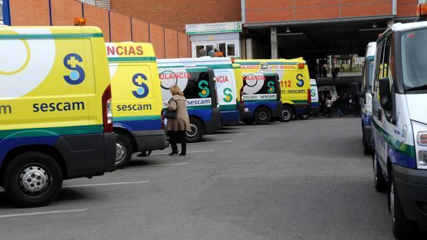 Ambulancias aparcadas en el Hospital Virgen de la Salud de Toledo