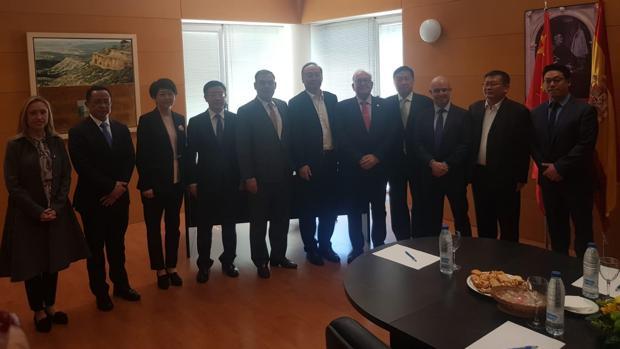 Delegación china de la provincia de Sichuan con el presidente de la Academia de la Cultura Gastronómica