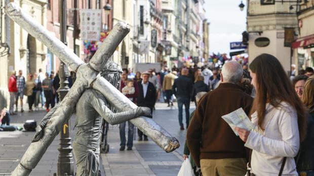Madrileños y franceses, los que más nos visitan