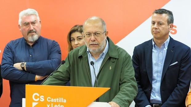 Francisco Igea, rodeado de candidatos de Ciudadanos