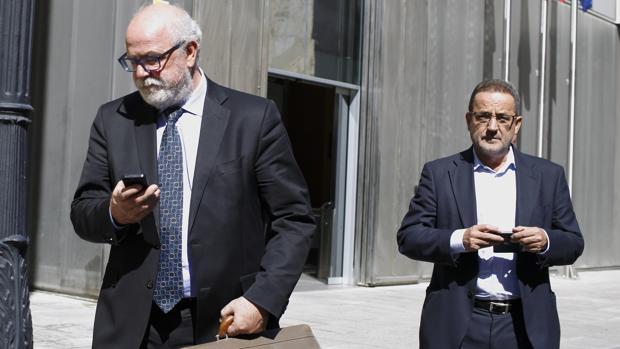 Carlos Esco (izquierda) y Agapito Iglesias, en una de sus comparecencis ante la Audiencia de Zaragoza