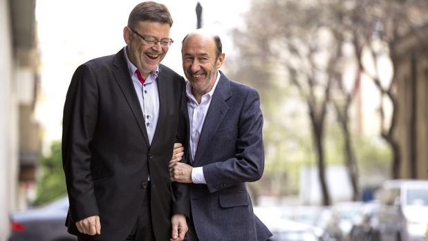 Imagen de Alfredo Pérez Rubalcaba y Ximo Puig tomada en 2013