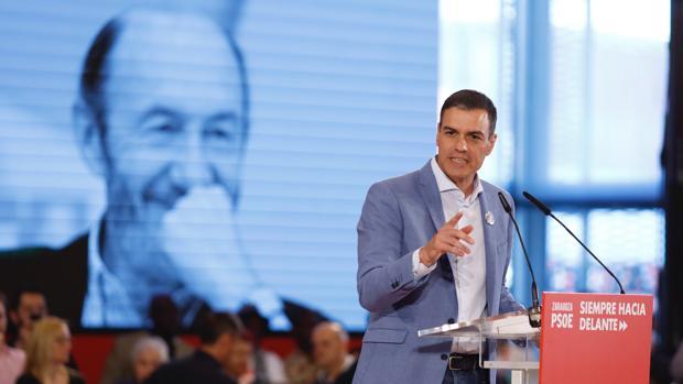 Durante el mitin de este lunes en Zaragoza, Pedro Sánchez elogió la figura de Alfredo Pérez Rubalcaba, que falleció el pasado viernes