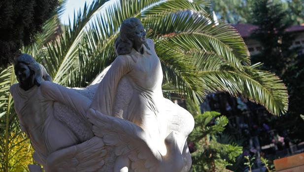 Imagen de la estatua que recuerda a las niñas de Alcàsser en la localidad valenciana