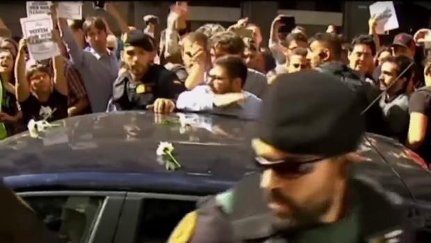 En algunas actuaciones, el acoso a la Guardia Civil llegó a casi bloquear su paso