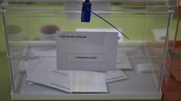 Una urna con votos en las elecciones del 26-M en Madrid