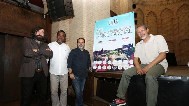 Julián Maeso, Braulio Freire, Javier Mateo y Tito Cañada, junto al cartel de la XVI edición