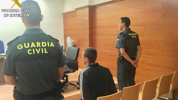 El fugitivo, custodiado por la Guardia Civil