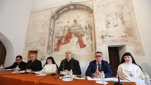 Mesa de presentación del taller de restauración de la iglesia de la Magdalena