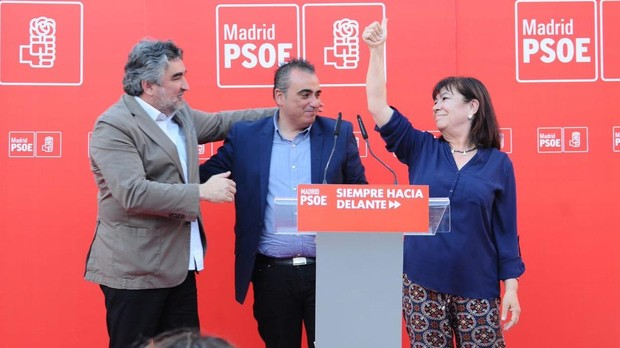 Javier Corpa (centro) con José Manuel Rodríguez Uribes y Cristina Narbona, en un acto de campaña