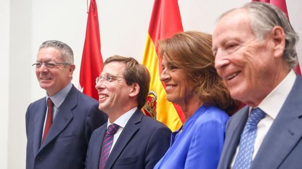 Almeida, junto a los exalcaldes del PP Gallardón, Ana Botella y Álvarez del Manzano