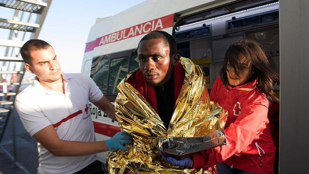 Un inmigrante irregular llegado esta semana a Motril (Granada) a bordo de una patera