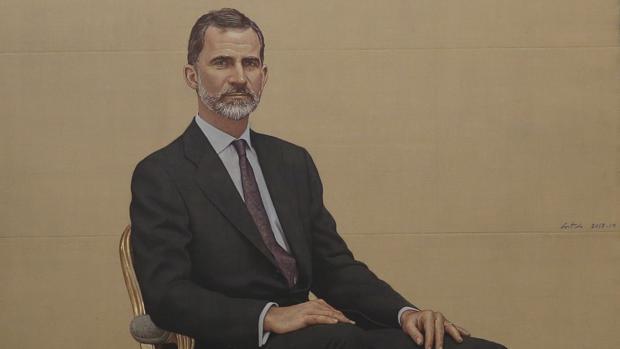 Fragmento del retrato del Rey, obra de Hernán Cortés, que preside el Salón de Ministros del Congreso de los Diputados