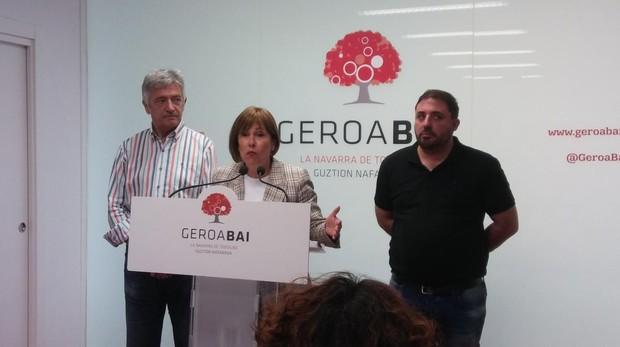Uxue Barkos acompañada de Koldo Martínez (izquierda) y Unai Hualde (derecha)