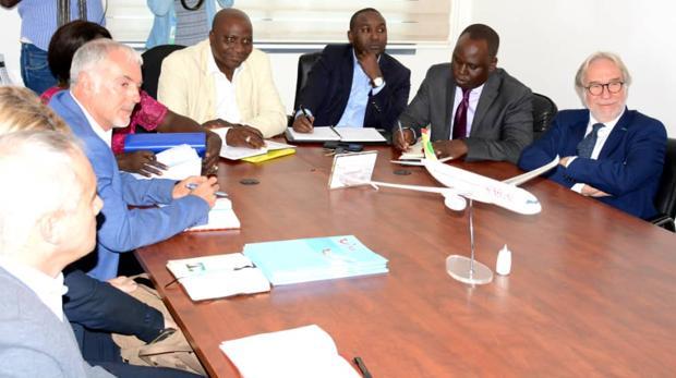 Directivos de TUI el pasado mes de mayo con autoridades senegalesas