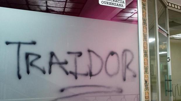 Pintada en la sede de su partido