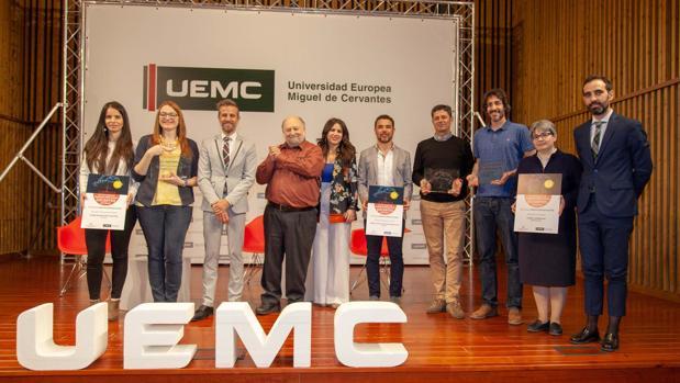 Los galardonados, junto a Leandro Roldán, Robert Swartz y la rectora de la UEMC, Imelda Rodríguez