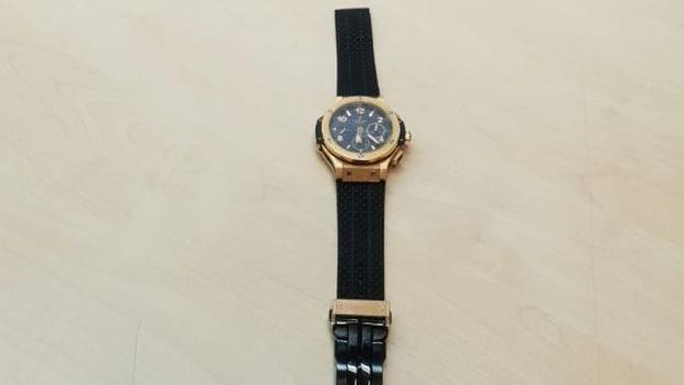 El reloj, valorado en unos 30.000 euros, fue entregado a la víctima, que sufrió heridas leves