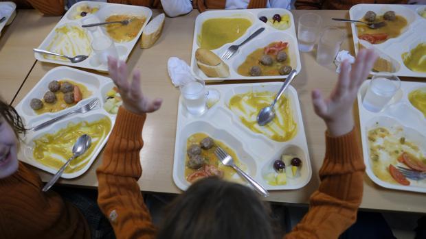 Imagen de alumnos en un comedor escolar