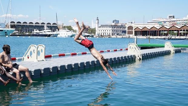 Imagen de la piscina natural de La Marina de Valencia