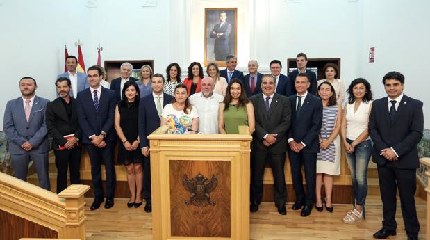 Foto de familia de los concejales de la Corporación Municipal