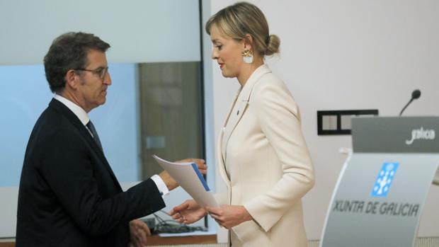 El presidente gallego, Alberto Núñez Feijóo, y la conselleira de Política Social de la Xunta, Fabiola García, este jueves