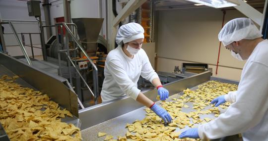 Interior de la fábrica de Ibersnacks, con 400 empleos