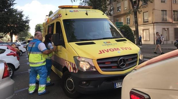 Imagen de archivo de una ambulancia en Madrid