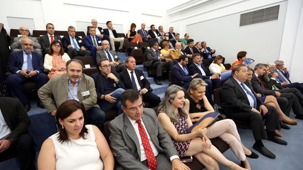 La tribuna de invitados con representantes políticos y sociales
