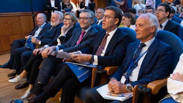 El presidente de los Armadores de Vigo, junto a la conselleira de Mar, el presidente de la Xunta y el director general de Ordenación Pesquera del Ministerio