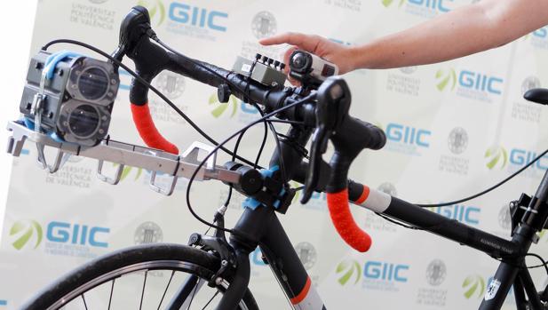 Imagen de la bicicleta instrumentada con la que se ha realizado el estudio subvencionado por la DGT