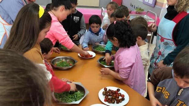 Actividad de cocina en el CEIP Celso Currás de Trabada