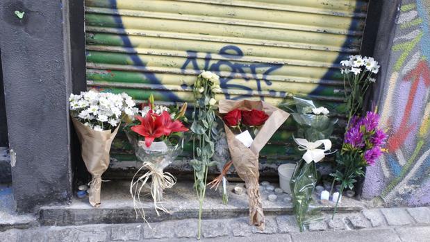 Flores en muestra de afecto a Manso en el local de la Rúa Ciega