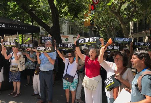 Manifestación independentista ante la Diputació