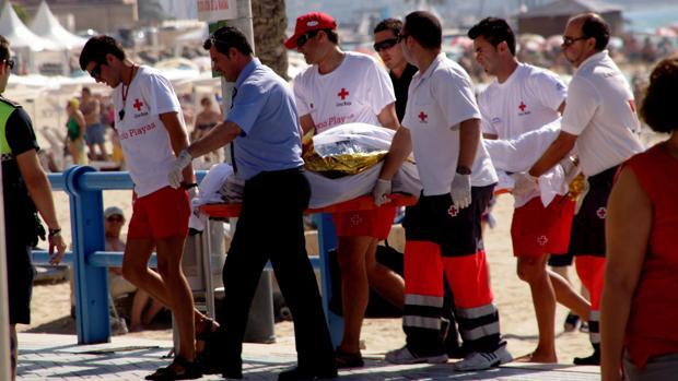 Imagen de archivo de un fallecido en la playa de El Postiguet, Alicante