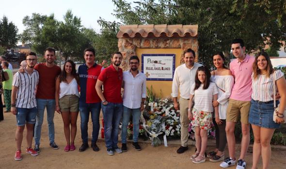 El presidente regional del PP, Paco Núñez, asistió al homenaje de Manzanares