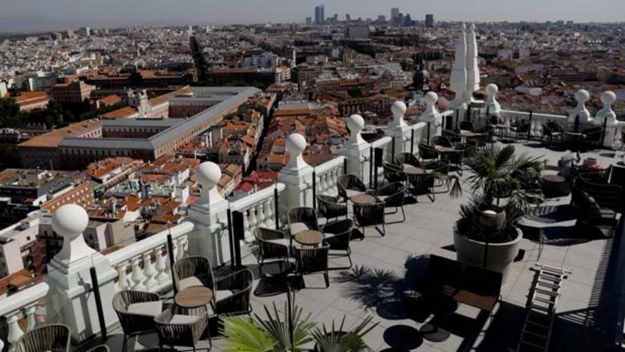 El Edificio España recupera la esencia de los años 50 en el hotel que abrirá «en unos días»